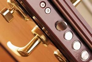 металлические двери - установка замков